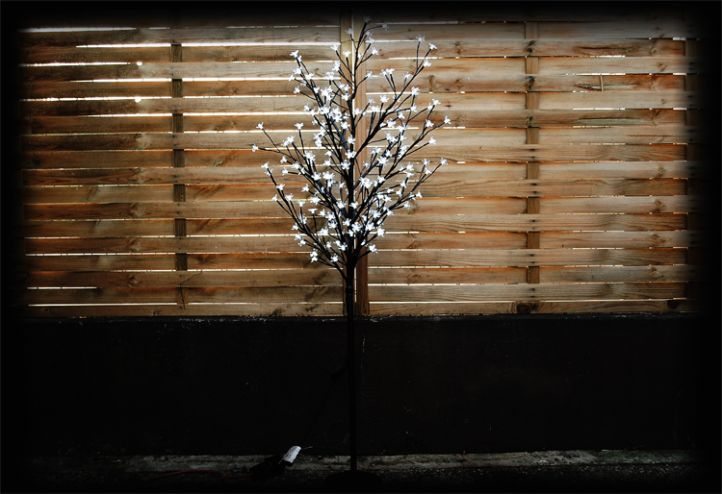 Dekoratívny LED strom s kvetmi - 1,5 m, studeno biela