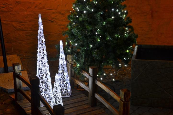 Vianočná dekorácia - Akrylový kužeľ - 60 cm, studená biela + trafo