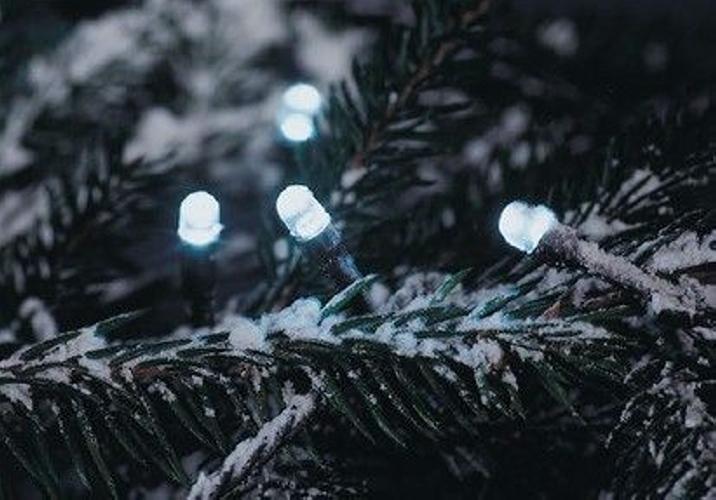 Vianočné LED osvetlenie 30 m - studená biela, 300 diód