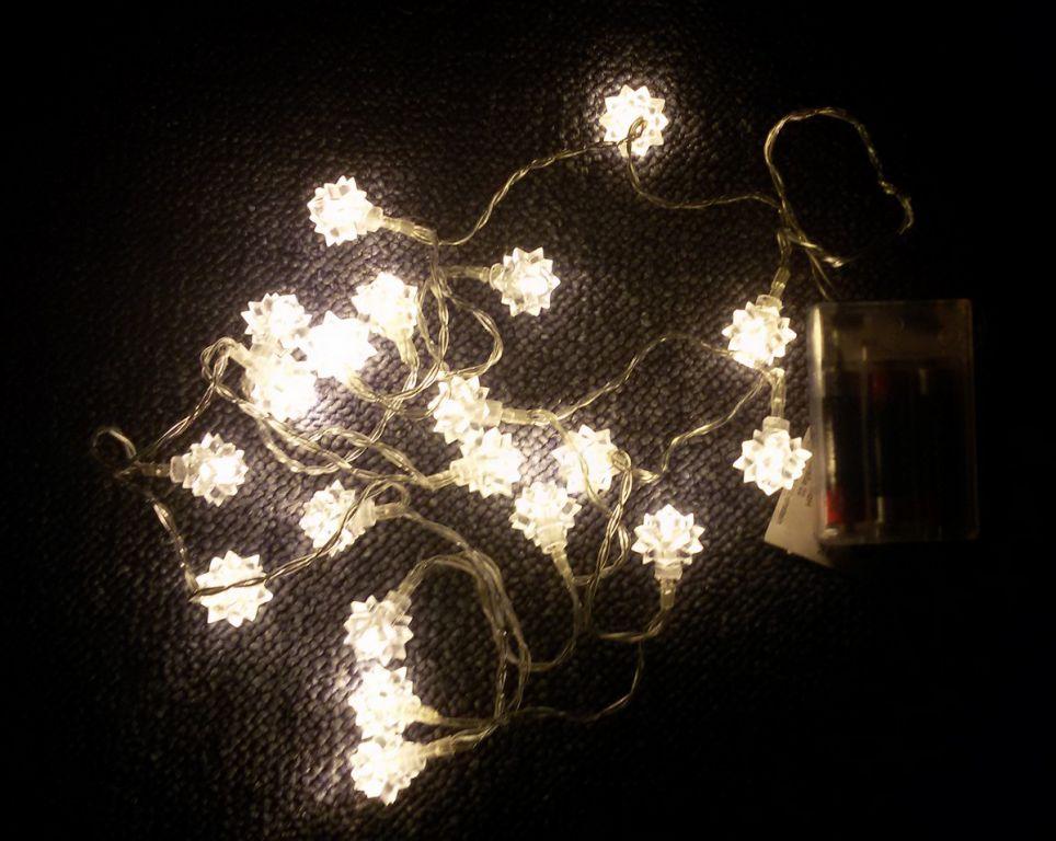 Vianočná reťaz - snehové hviezdy, teple biele, 20 LED