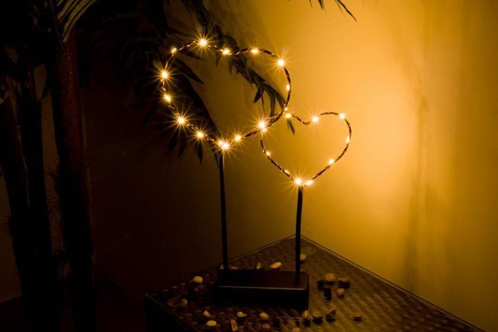 Vianočná LED dekorácia - kovové srdce - 25 LED čierna