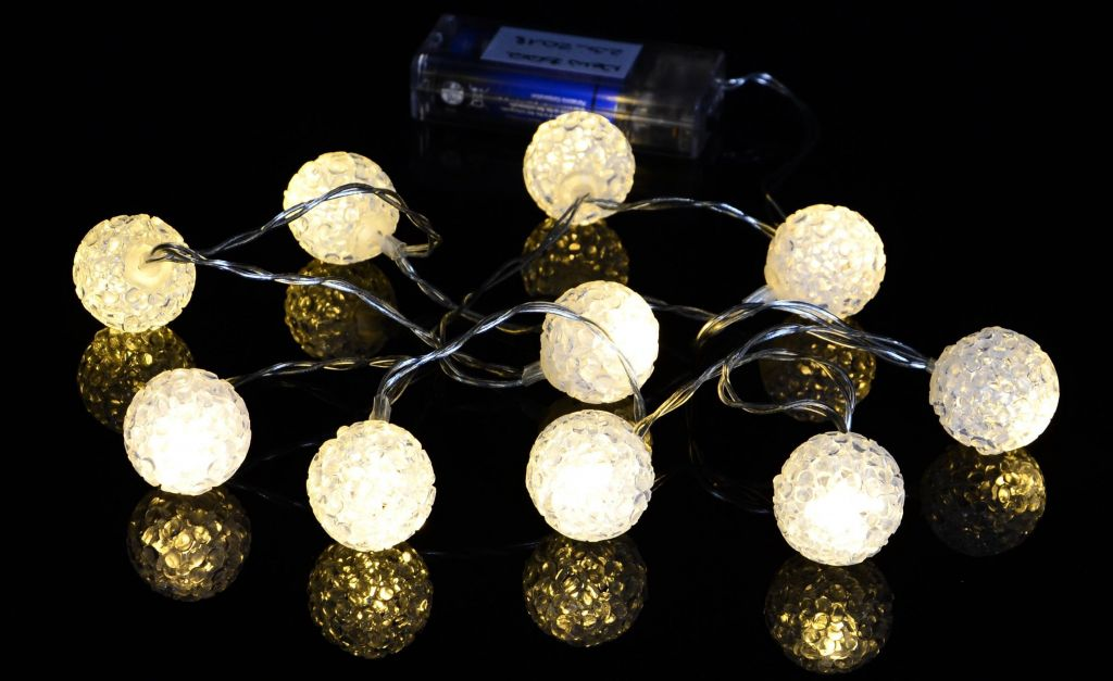 Vianočná dekoratívna reťaz - svetelné gule - 10 LED teplá biela ... 1d62fc46248