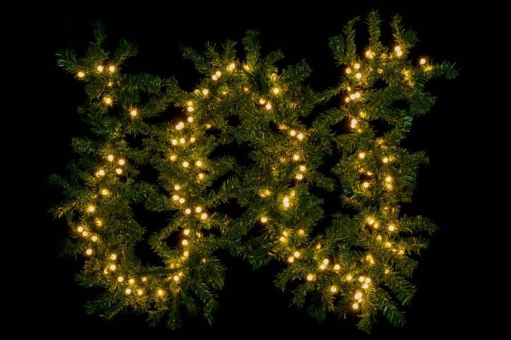 Vianočná dekorácia - girlanda s osvetlením 2,7 m - 200 LED teplá biela